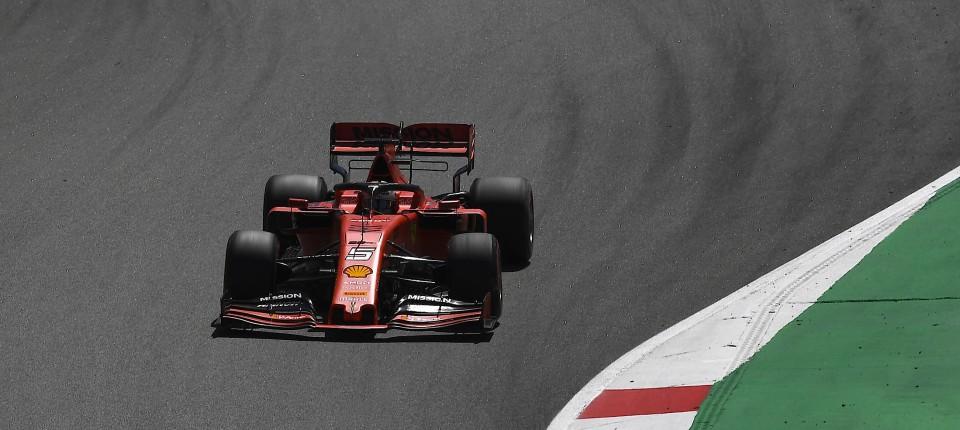 Formel 1 Sebastian Vettel Bei Testfahrt Schneller Als