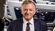 Andreas Renschler, 62, ist 2015 von Daimler in den VW-Vorstand gewechselt und führt die LKW-Holding Traton (VW, MAN, Scania).