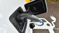 Mehr Deutsche sollen Elektroautos fahren, wünscht sich die Bundesregierung.