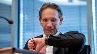 Kann es kaum noch erwarten: Jörg Kukies, Staatssekretär im Finanzministerium, gab am Montag den Startschuss für die erste grüne Bundesanleihe.