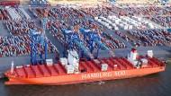 Luftaufnahme vom Container-Terminal Bremerhaven: Der Export steigt.