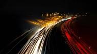Wie vernetzt werden unsere Straßen in Zukunft sein? Welche Energien werden verwendet? Die Zeit des Autos ist noch nicht vorüber – sie wird sich aber verändern.