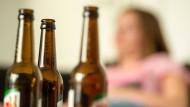 Trotz Kater trinken die meisten Menschen wieder. Forscher untersuchen nun die molekulare Grundlage.