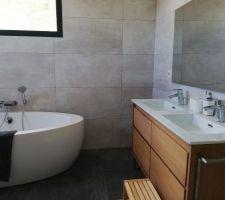 photos et idees salle de bain sol gris