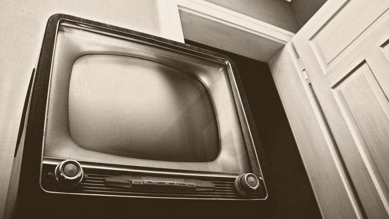 tv, tévé, televízió