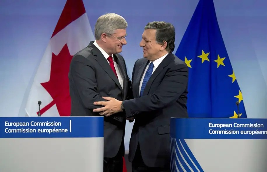 Le premier ministre Stephen Harper à Bruxelles le 18 octobre avec le président de la Commission européenne, José Manuel Barroso
