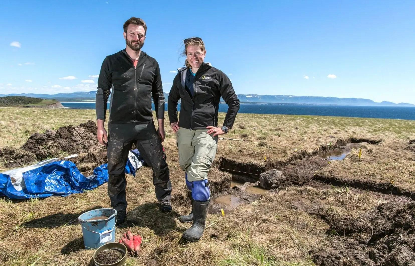 An edinburgh professor and assorted colleagues follow an explorer's trail down an extinct icelandic volcano to the earth's center. Des Vikings En Amerique Le Devoir