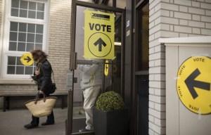 Tenir une élection générale en pleine pandémie, est-ce possible? Ottawa est en voie de changer la loi pour faciliter la vie d'Élections Canada en vue d'une telle situation en 2021.