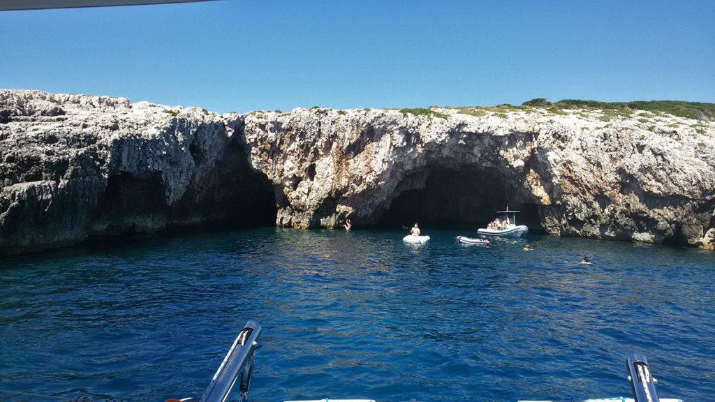 ulaz u zelenu špilju ostrvo Ravnik kod Visa