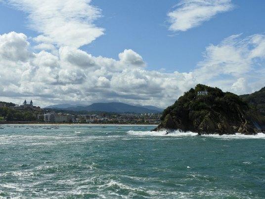 ostrvca i brdašca u pozadini San Sebastiana
