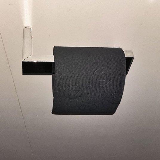 crni toalet papir!?!? morbidno