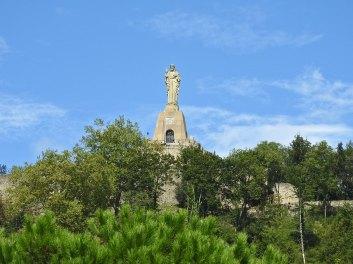 spomenik-na-brdu-5
