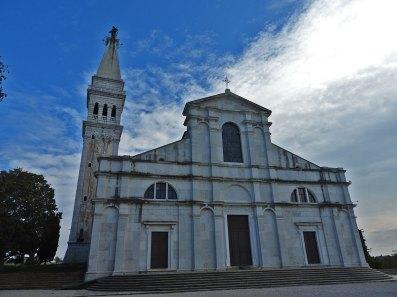 zvonik i crkva