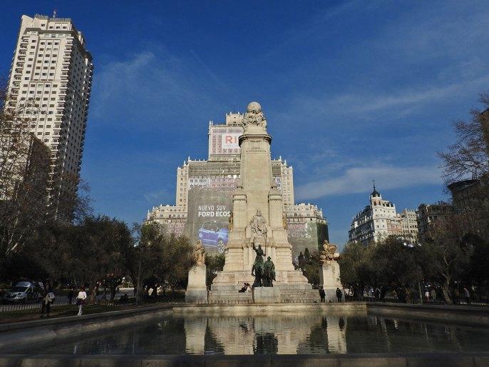 Plaza de Espana - skroz sladak trgić iako je bilbord u pozadini smetao