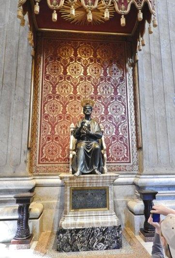 bazilika-st-pietro-unutrasnjost6