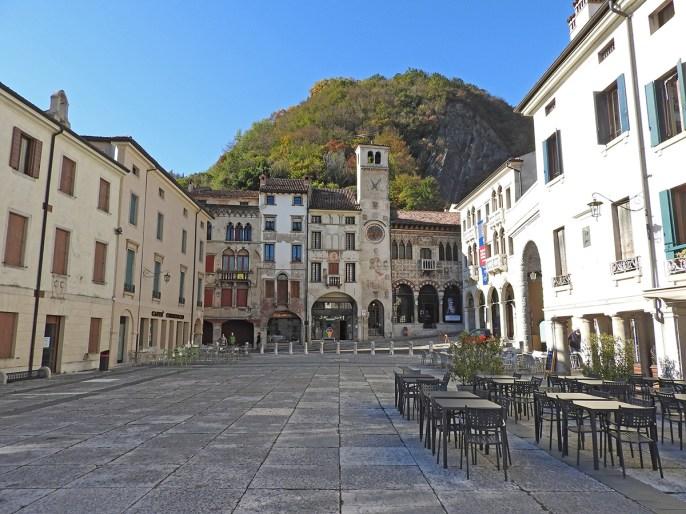Serrravalle piaza Flaminio Vittorio Veneto