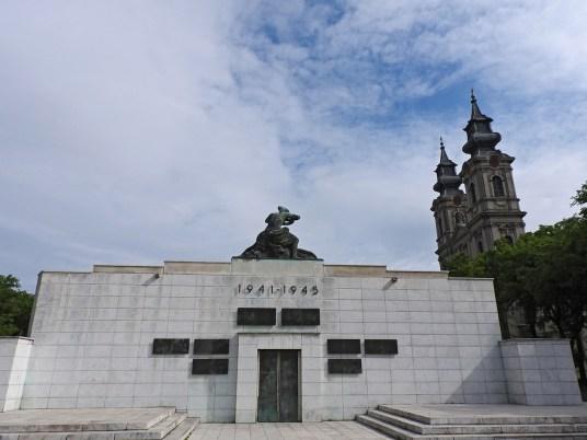 Trg žrtava fašizma i bazilika Sv Terezije Avilske Subotica