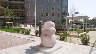 """""""Toth"""", Arcadia, Karlslundsgården Röd granit 2018"""
