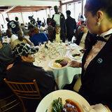 Questa sposa lasciata ha donato il suo pranzo di nozze al senzatetto