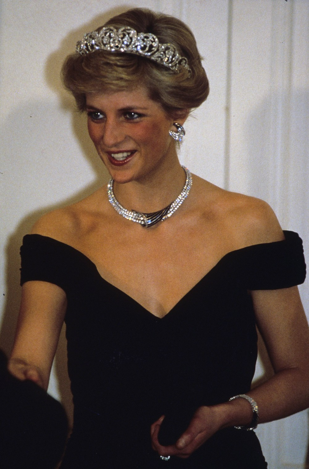 BONN, GERMANY - NOVEMBER 02:  Diana, Princess of Wales, wearing the Spencer family tiara and crescent shaped diamond and sapphire earring, necklace and bracelet given to her by the Sultan of Oman and a dress designed by Victor Edelstein, attends a banquet on November 02, 1987 in Bonn, Germany (Photo by Anwar Hussein/Getty Images)