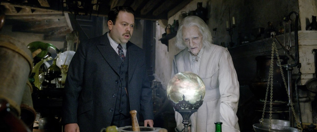 FANTASTIC BEASTS: THE CRIMES OF GRINDELWALD, from left: Dan Fogler, Brontis Jodorowsky, 2018. 2018 Warner Bros. Ent. All Rights Reserved.Wizarding WorldTM Publishing Rights J.K. Rowling WIZARDING WORLD and all related characters and elements are trademarks of and Warner Bros. Entertainment Inc. /Courtesy Everett Collection