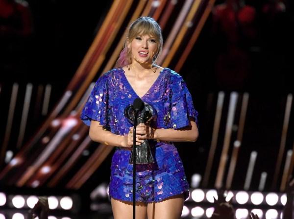 Taylor Swift Speech at 2019 iHeartRadio Music Awards Video ...