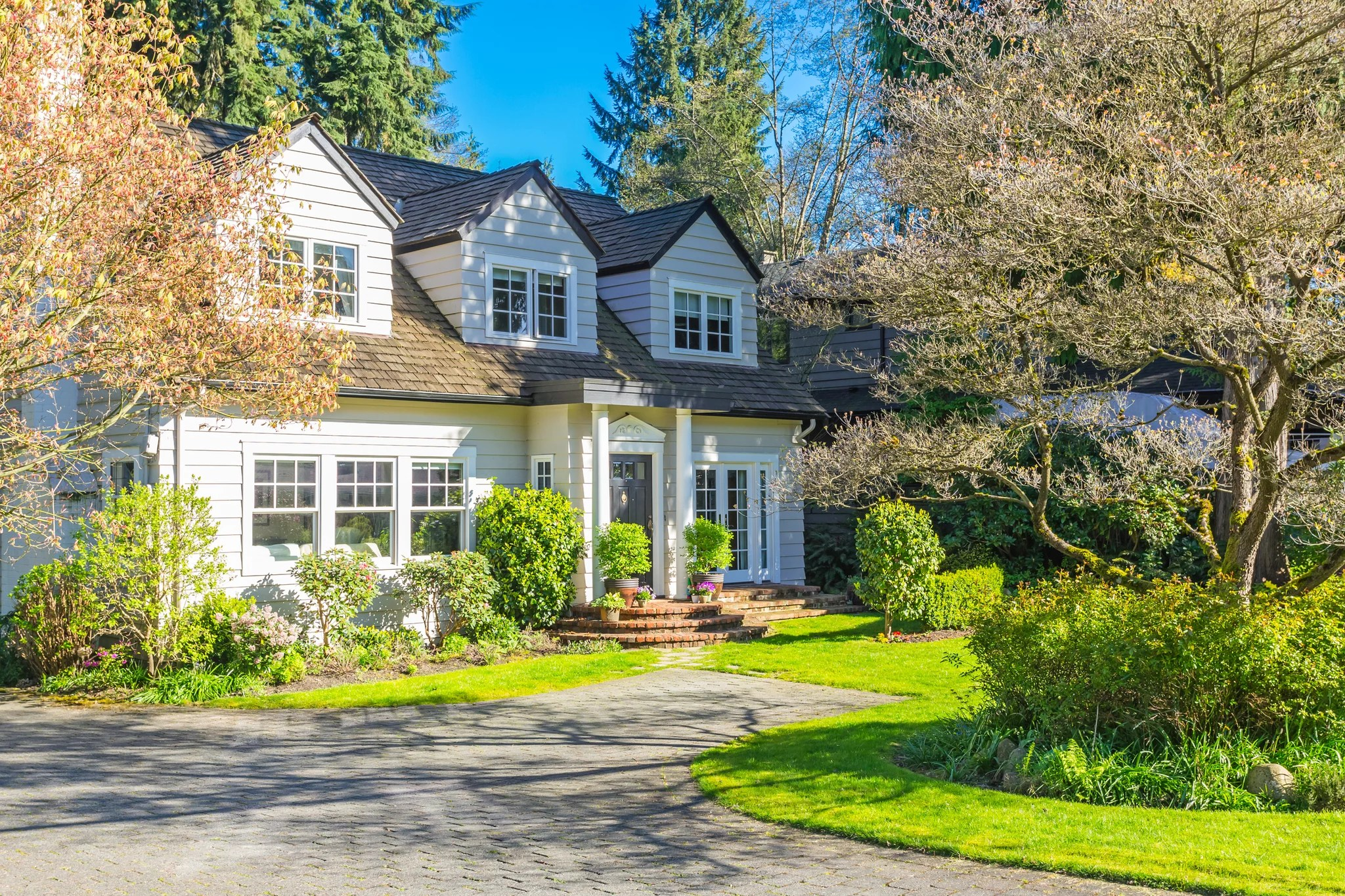 Pros And Cons Of Selling Your House In The Summer