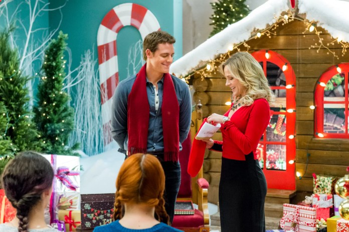 CHARMING CHRISTMAS, from left, David Sutcliffe, Julie Benz, 2015, ph: Brooke Palmer,  Hallmark Channel / courtesy Everett Collection
