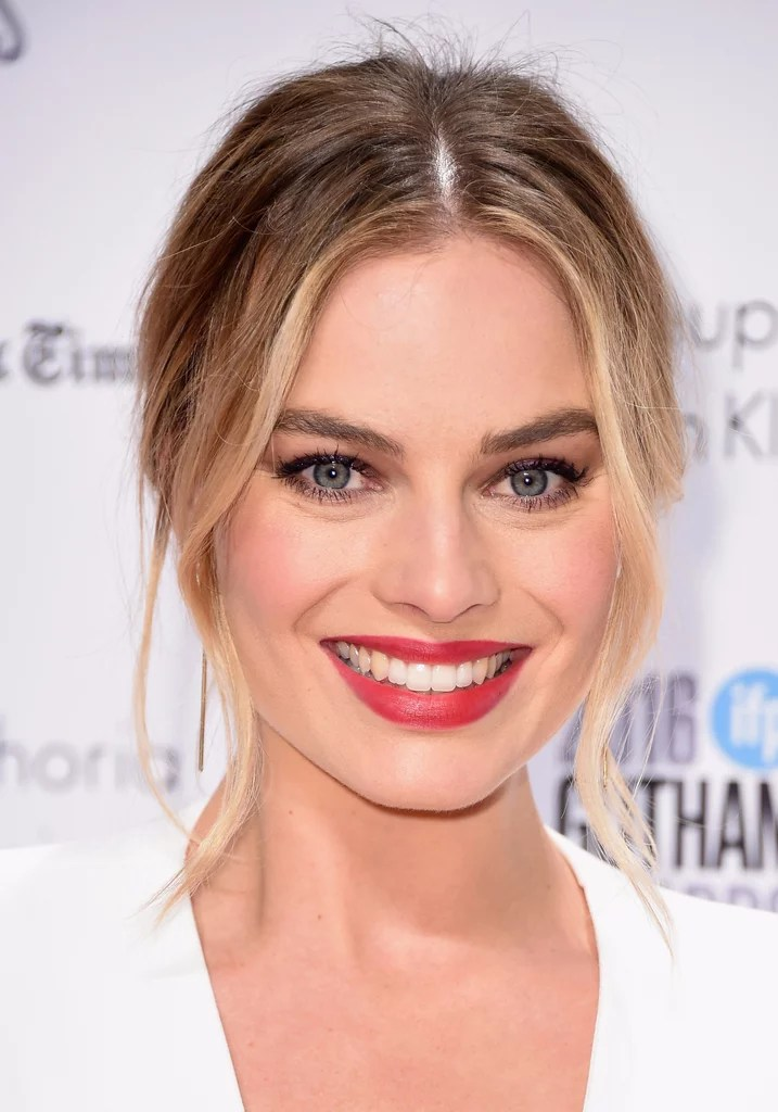 Margot Robbies Effortless Hair And Makeup 2016 POPSUGAR
