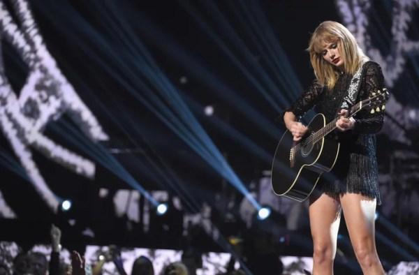 "Taylor Swift's ""New Year's Day"" Lyrics | POPSUGAR ..."