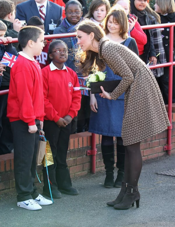 Kate Middleton chatted with school kids. | Kate Middleton ...