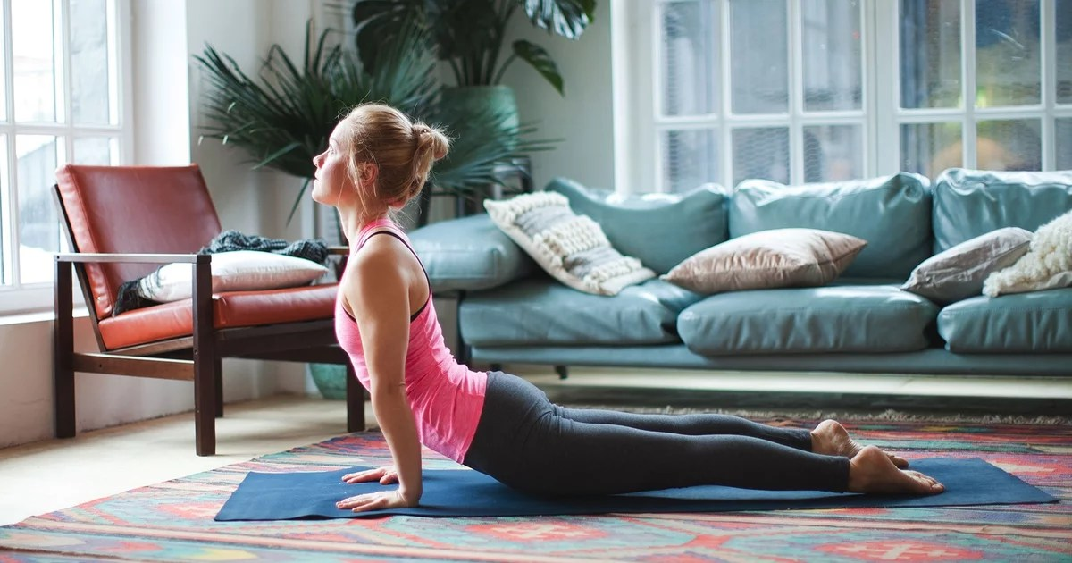 Here's the 5-Minute Yoga Warmup I Do Before a Run or Home CrossFit Workout