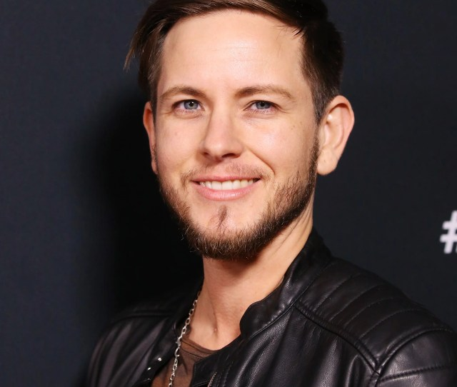 Alex Blue Davis Is Playing One Of Many New Interns On Greys Anatomy And In A Recent Episode We Discovered That His Character Casey Is Transgender