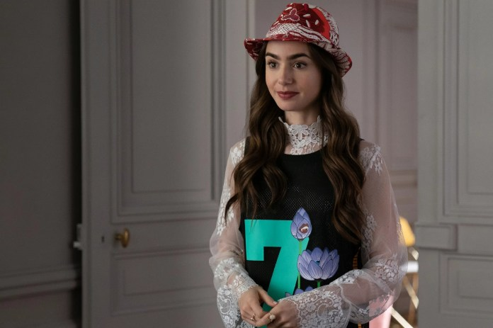 EMILY IN PARIS, Lily Collins, (Season 1, ep. 104, aired Oct. 2, 2020). photo: Stephanie Branchu / Netflix / Courtesy Everett Collection