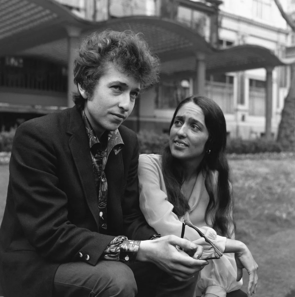 Bob Dylan And Joan Baez The Most Fashionable Famous