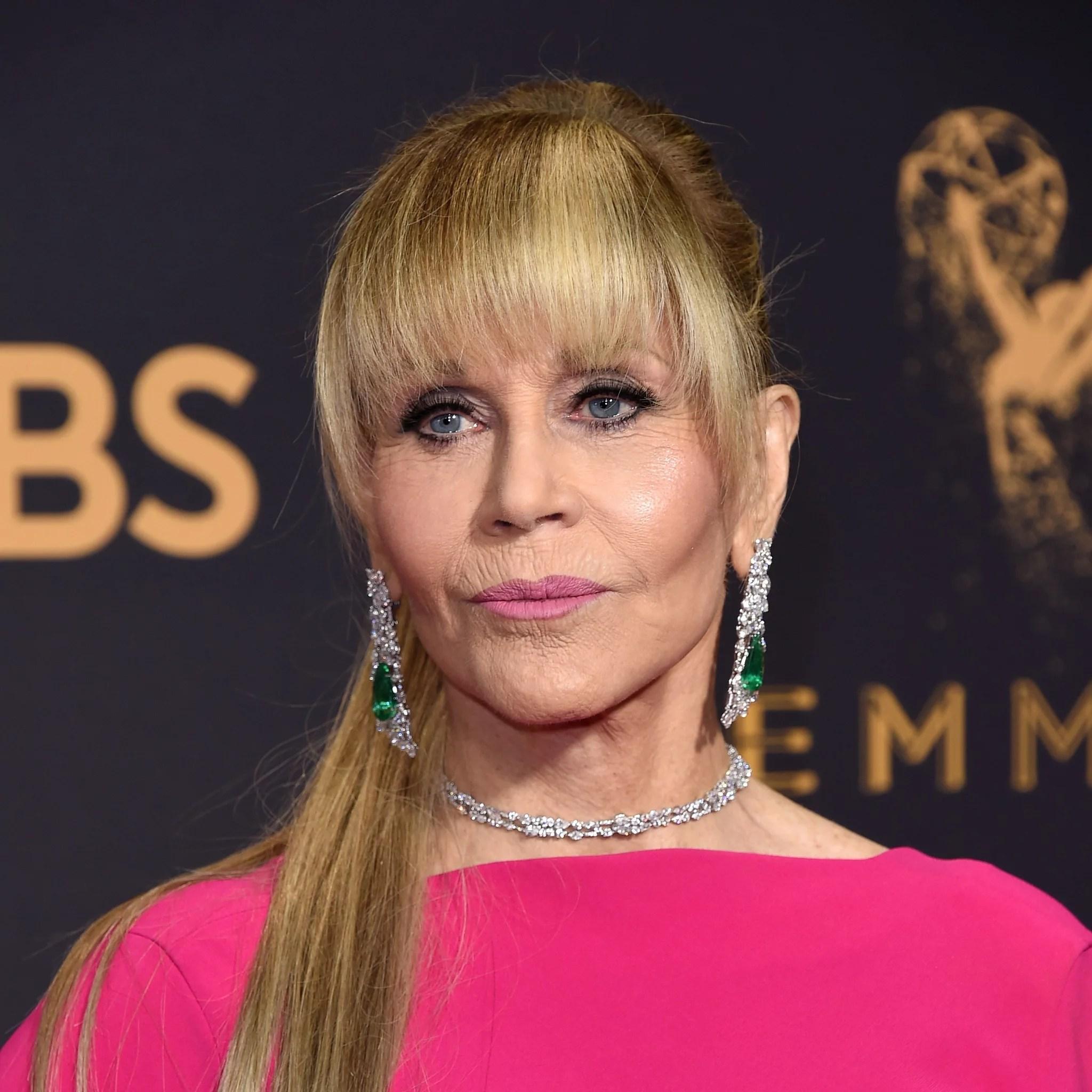 Jane Fonda s Hair at the 2017 Emmy Awards