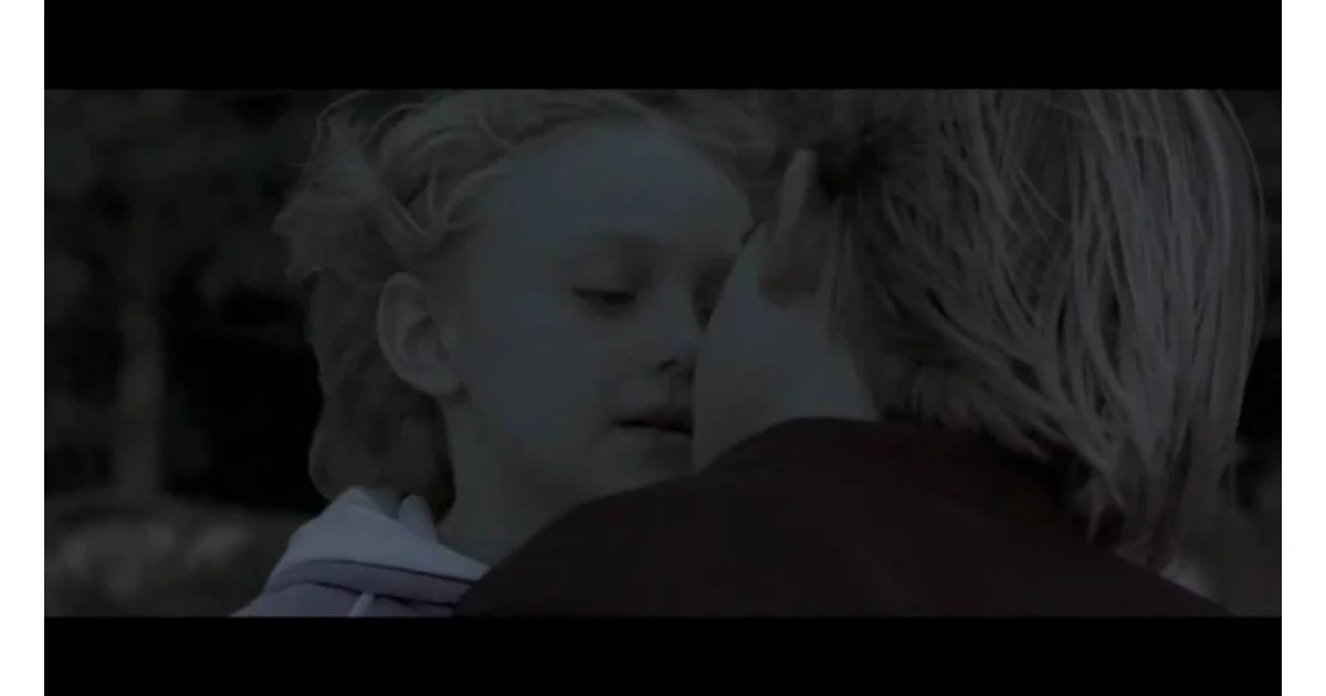 Sweet home alabama star dakota fanning lived up to her name by fanning the flames of sequel . Dakota Fanning In Sweet Home Alabama 15 Stars Who Had Their First Kisses On Screen Popsugar Entertainment