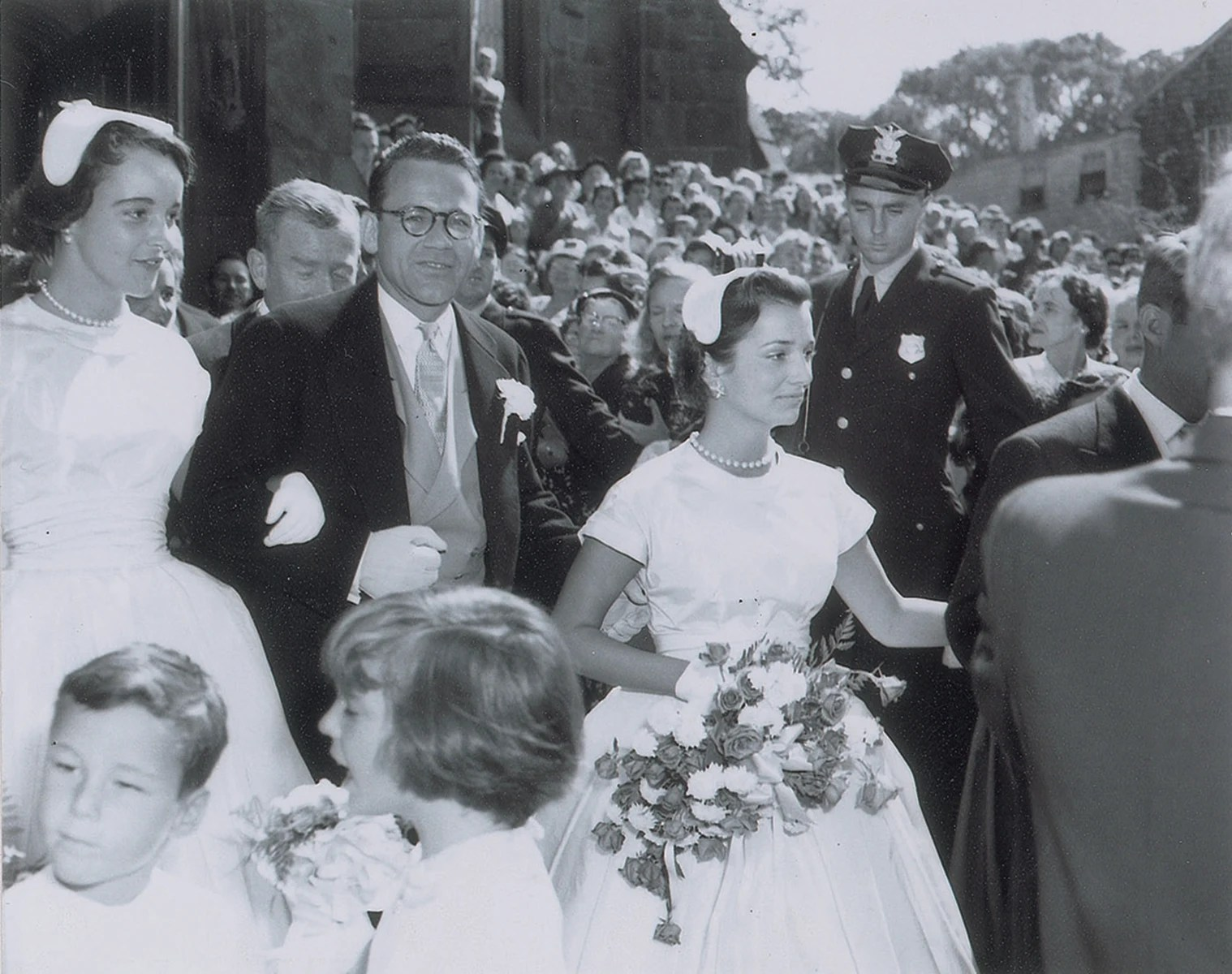 Never Before Seen Wedding Photos Of JFK And Jackie Kennedy