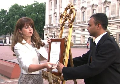 Image: Officals post news of the royal birth at Buckingham Palace.