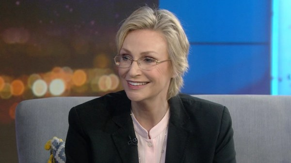 Jane Lynch shares the 1 thing that helps her stay positive ...