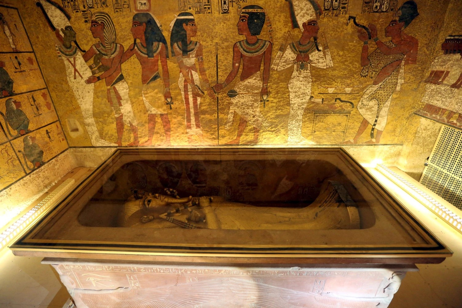 Experts Optimistic King Tuts Tomb May Conceal Egypts