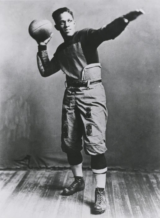 Image: Brown University halfback Fritz Pollard is seen in 1916.