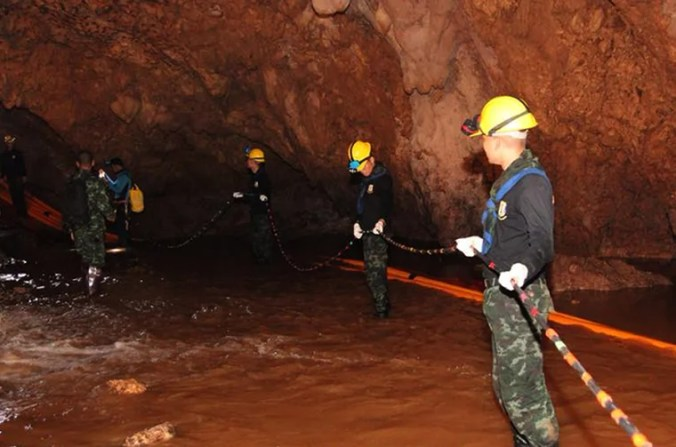 Image: Former Thai Navy diver dies in cave rescue operation of Thai youth soccer team