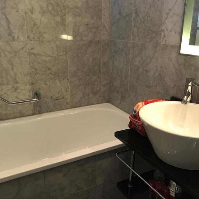Bra hotellstandard med mina mtt mtt  badkar t lillahellip