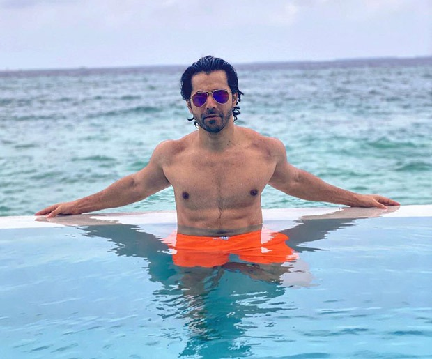 Varun Dhawan is chilling in the pool of Maldives