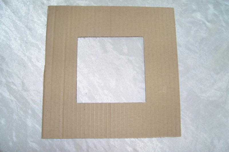 fabriquer un cadre photo en carton si vous d butez dans le cartonnage cet objet est id al pour. Black Bedroom Furniture Sets. Home Design Ideas