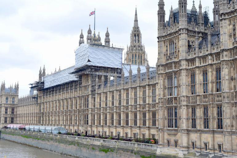 Palace of Westminster ligger vid Themsens västra strand och uppfördes 1848.