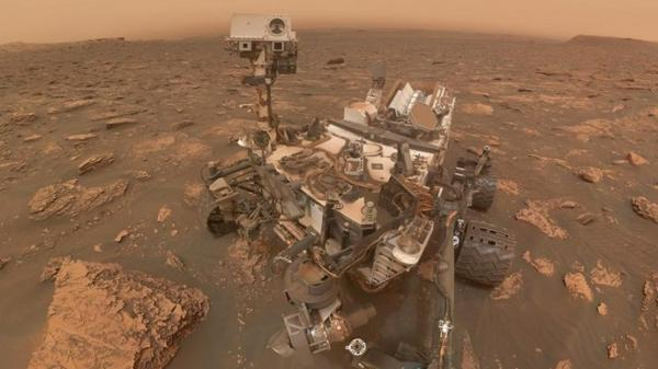 NASA's Curiosity rover takes stunning selfie during ...