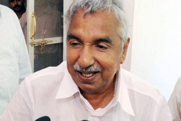 Kerala CM Chandy tells media no question of quitting ...