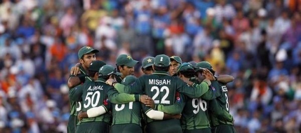 Pakistan's players stand in a huddle after India's innings during their ICC Cricket World Cup 2011 semi-final match in Mohali